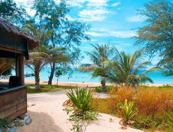 Lazy beach Ko Rong Samloem